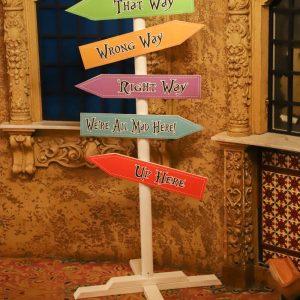 Alice In Wonderland Way Finder